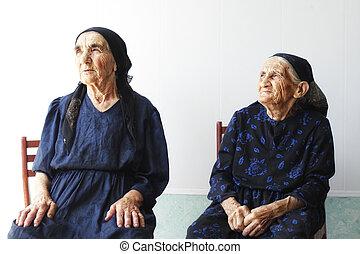 personne agee, deux femmes