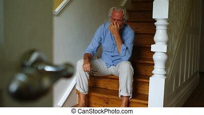 personne agee, escalier, désordre, homme, 4k, séance