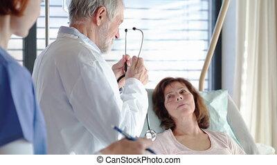personne agee, examiner, infirmière, docteur, hospital., femme, patient