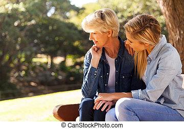 personne agee, fille, jeune, réconfortant, mère
