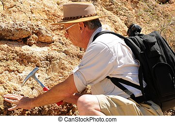 personne agee, géologue