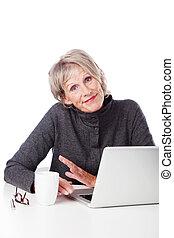 personne agee, hausser épaules, femme, ordinateur portable