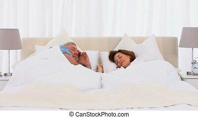 personne agee, haut, couple, réveiller