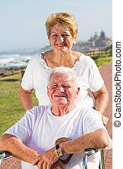 personne agee, heureux, mari, épouse