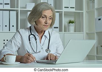 personne agee, heureux, ordinateur portable, docteur