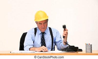 personne agee, homme affaires, faire appel téléphonique