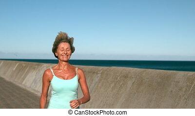 personne agee, jogging, jour ensoleillé, femme