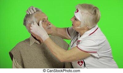 personne agee, mûrir, problèmes, femme, homme, docteur, malade infirmière, examine