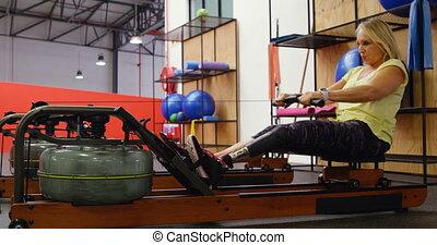 personne agee, machine, aviron, exercisme, eau, 4k, femme, fitness, studio