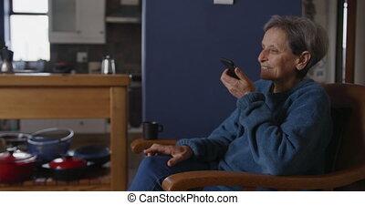 personne agee, maison, délassant, seul, femme