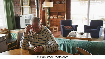 personne agee, maison, homme, table, séance
