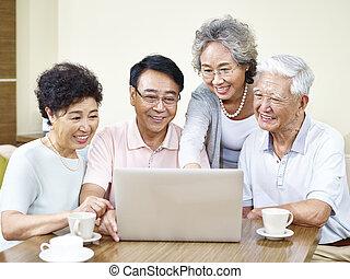 personne agee, maison, rassemblement, amis, asiatique
