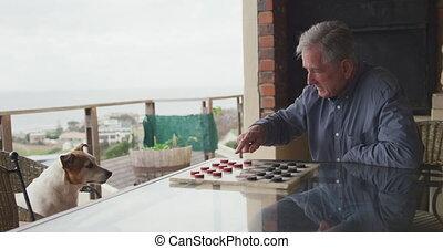 personne agee, maison, sien, homme, jouer, chien