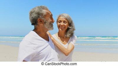 personne agee, marche, couple, côté, actif, africaine, vue, soleil, heureux, américain, 4k, plage