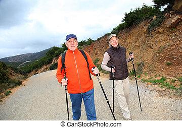 personne agee, marche, couple, jour