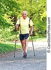 personne agee, marche, entraînement santé, nordique