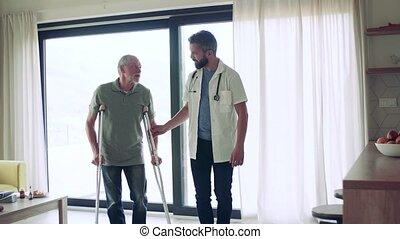 personne agee, marche., maison, homme, visiteur santé, visite, béquilles, pendant