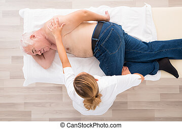 personne agee, masseur, masage, homme
