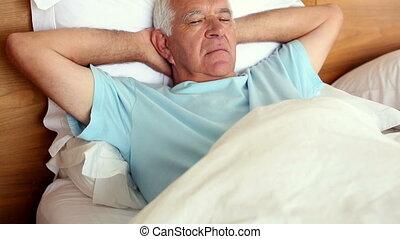 personne agee, mensonge, dormir, homme, lit