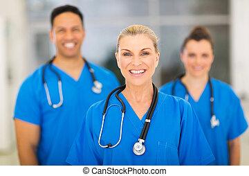 personne agee, monde médical, chirurgien