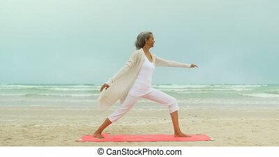 personne agee, natte, côté, africaine, actif, vue, exercice, exercisme, américain, plage, femme, 4k
