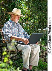 personne agee, ordinateur portable