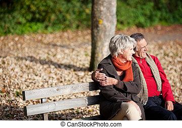 personne agee, parc, couple