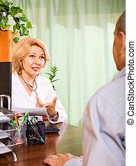 personne agee, patient, docteur féminin