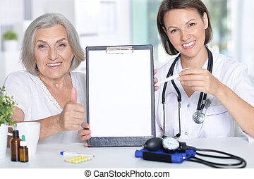 personne agee,  patient, elle, docteur