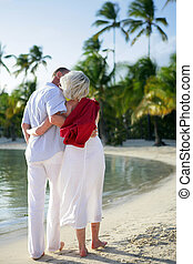 personne agee, plage, couple