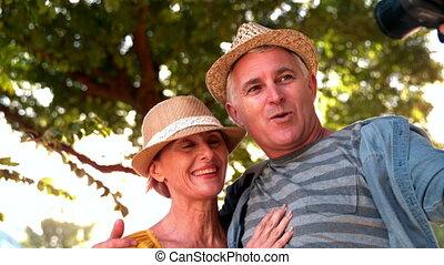 personne agee, prendre, couple, selfie