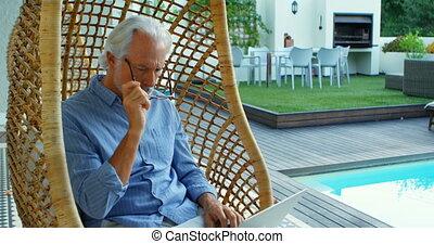personne agee, quoique, livre lecture, chaise, homme, 4k, pendre, séance