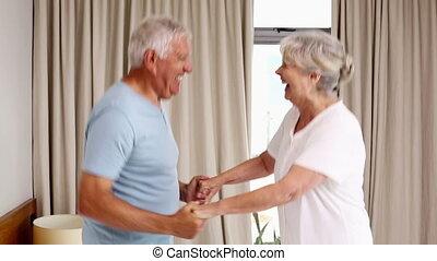 personne agee, sauter, lit, couple