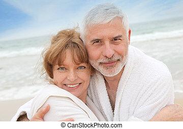 personne agee, spa, couple, plage, peignoir