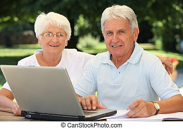 personne agee, surfer, couple, internet