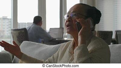 personne agee, téléphone, asiatique, maison, mobile, confortable, vue, conversation, vieux, 4k, femme, devant