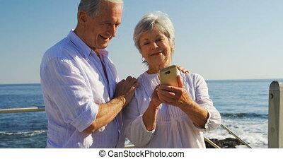 personne agee, téléphone, couple, mobile, utilisation, 4k