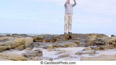 personne agee, téléphone, mobile, vue, cliqueter, photo, caucasien, vieil homme, plage, 4k
