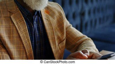 personne agee, téléphone, ordinateur portable, sien, quoique, utilisation, fonctionnement, homme affaires, 4k