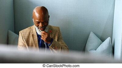 personne agee, téléphone, sien, mobile, quoique,...