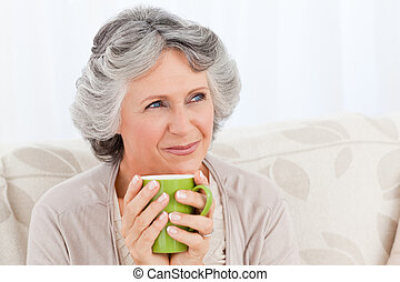 personne agee, tasse, thé buvant