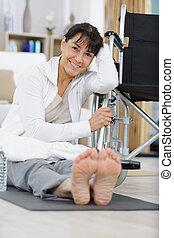 personne agee, thérapie, chaise, physique, femme, roue