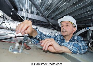 personne agee, travail, électricien, toit, espace