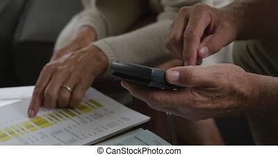 personne agee, vérification, femme homme, documents