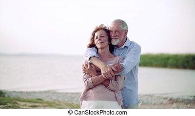 personne agee, vacances, debout, lac, couple, lent, motion.,...