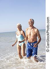 personne agee, vacances, plage, couple