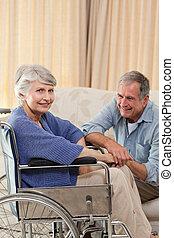 personne agee, vivant, couple, maison, conversation, salle