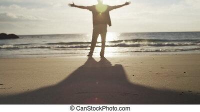 personne agee, vue, arrière, homme, plage