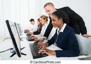 personnel, bureau, sien, directeur, aider