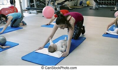 personnel, gymnase, exercisme, trainer., parents, bébés
